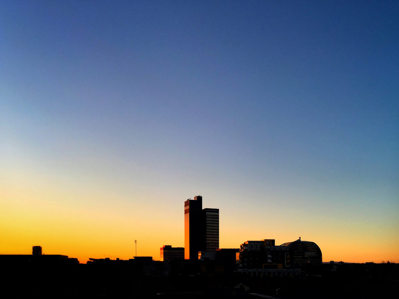 CIS TOWER, MANCHESTER, DAWN